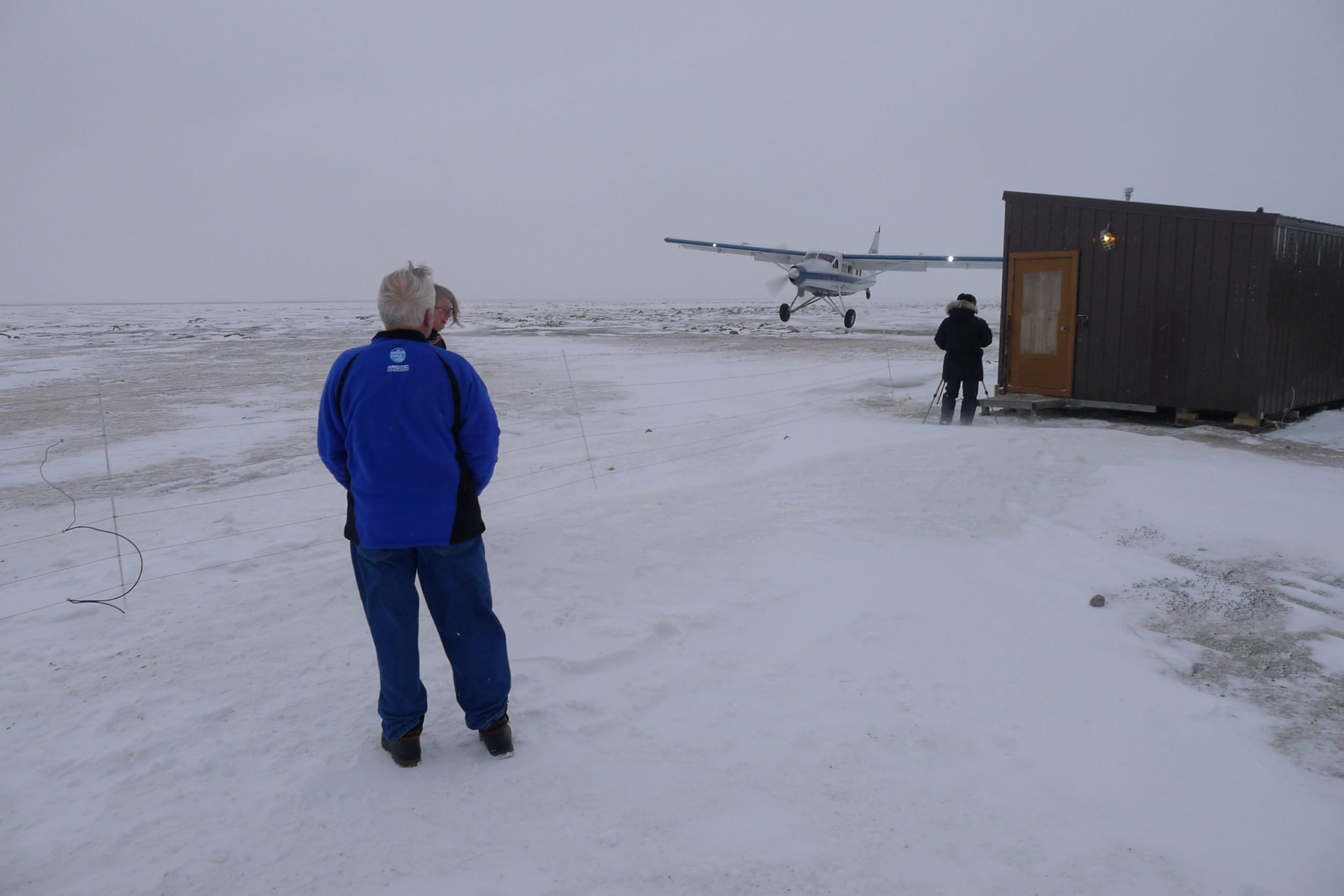Plane lands at bear cabins