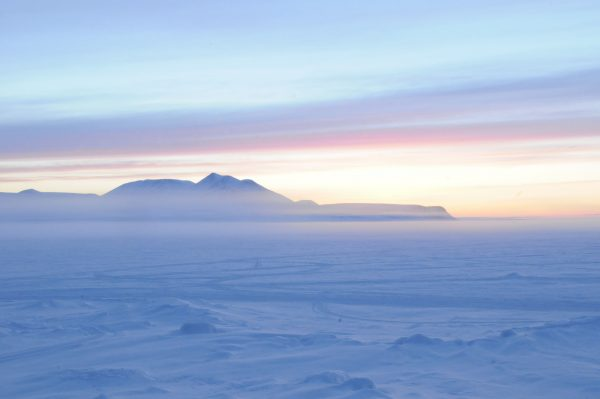 arctic midnight sun_Arctic Kingdom