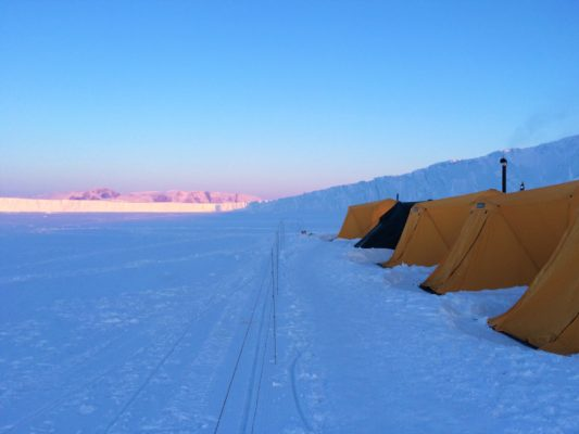 electric bear fence for arctic camping