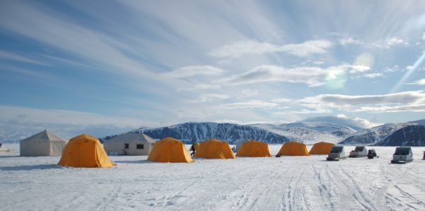 Arctic tour with several tents and sleds