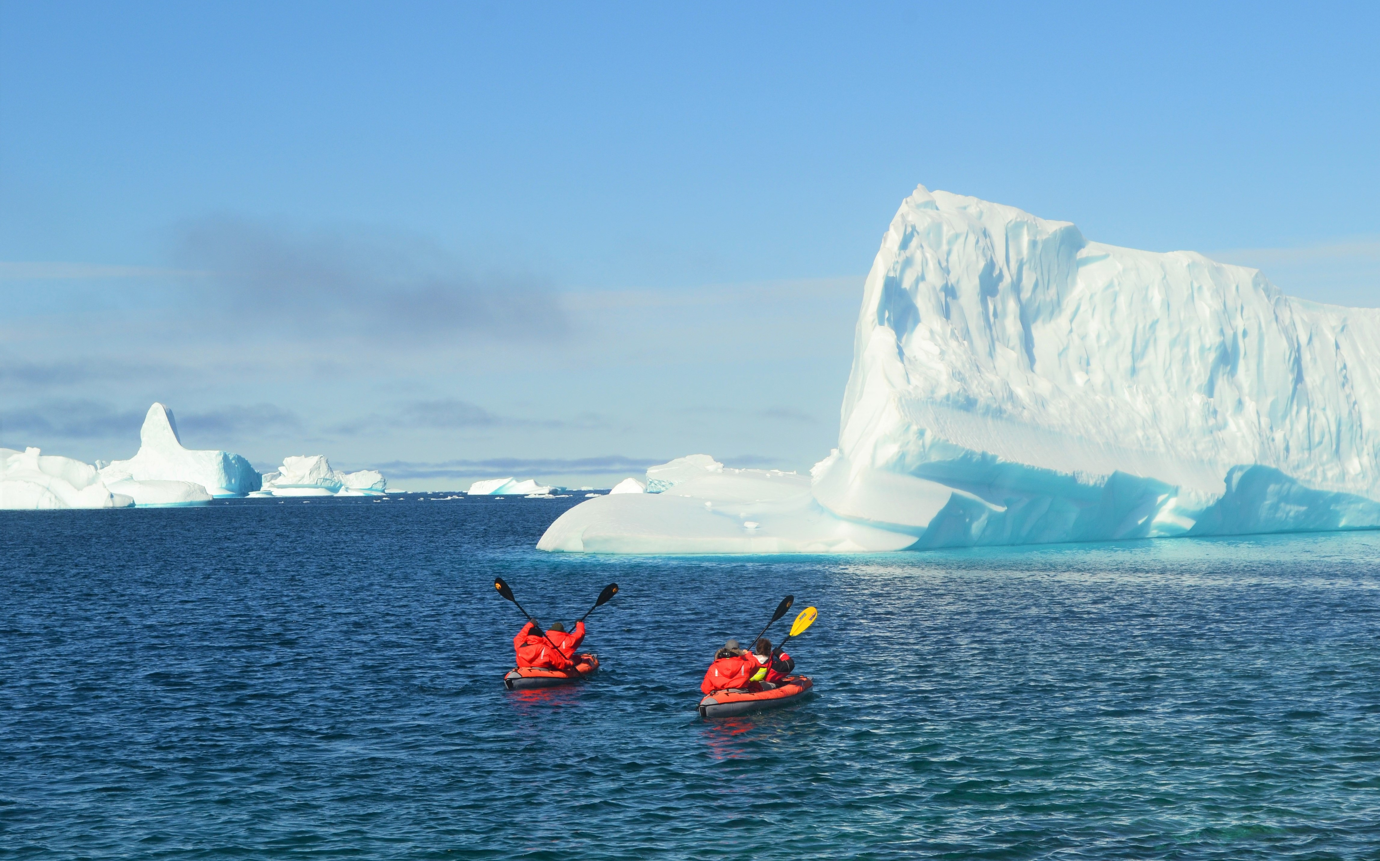 kayaking in the arctic summer towards glaciers
